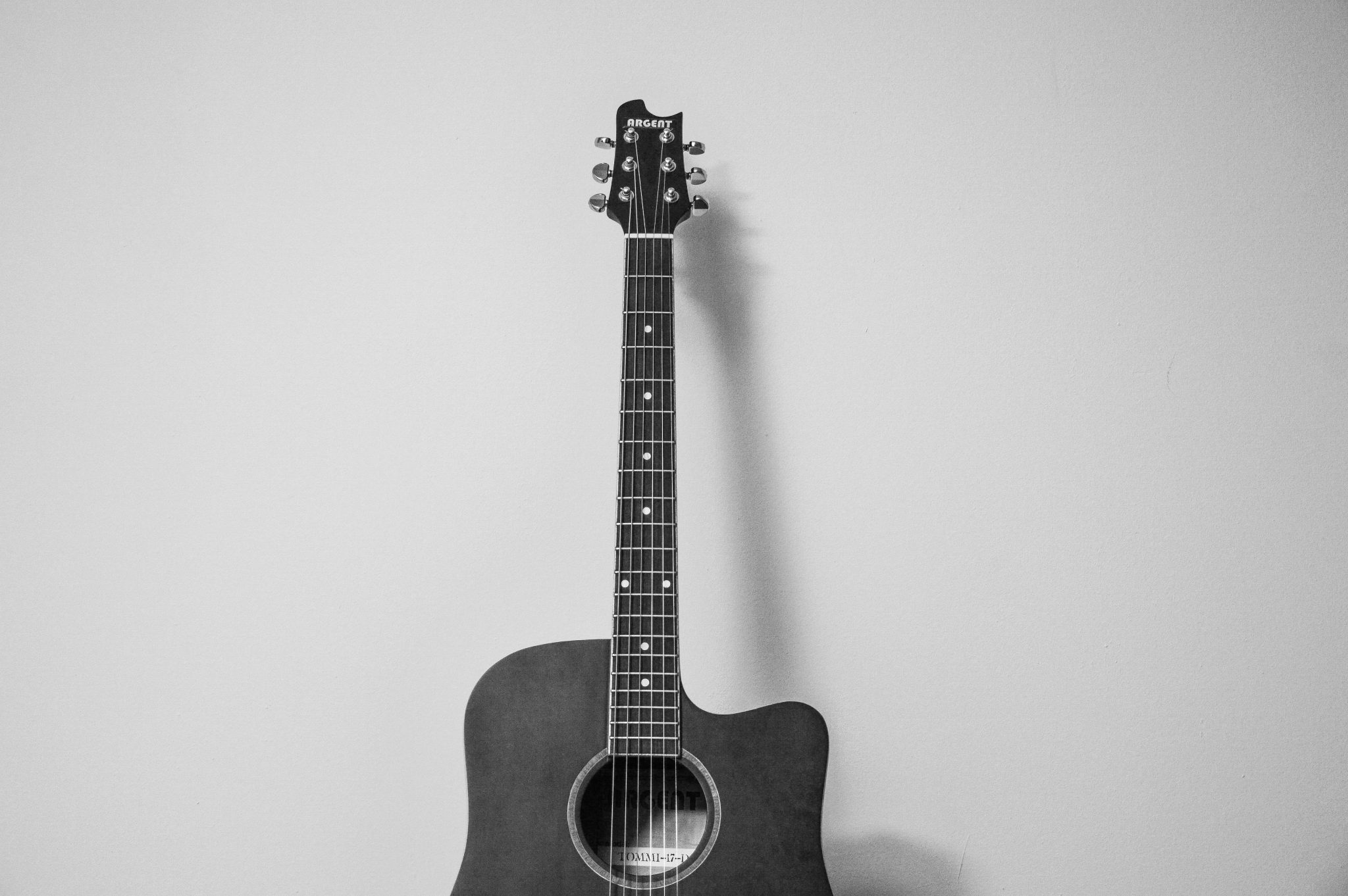 Photo: Guitar black and white music therapy